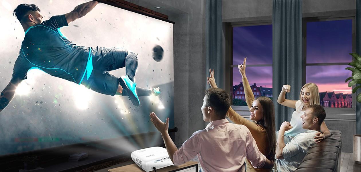 Se film og sport på storskjerm