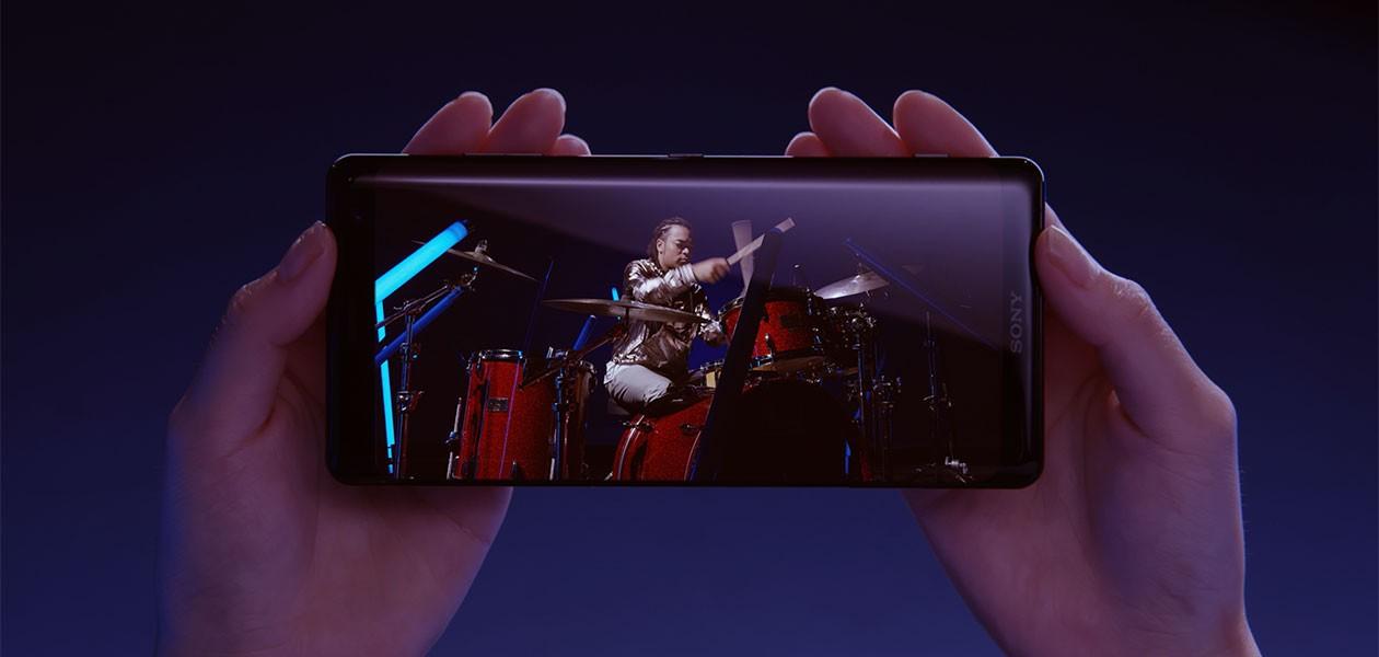 Sony Xperia XZ3 -älypuhelin tarjoaa ainutlaatuisen viihdekokemuksen