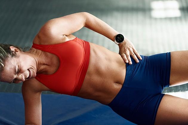 Kvinde træner med Polar Vantage M