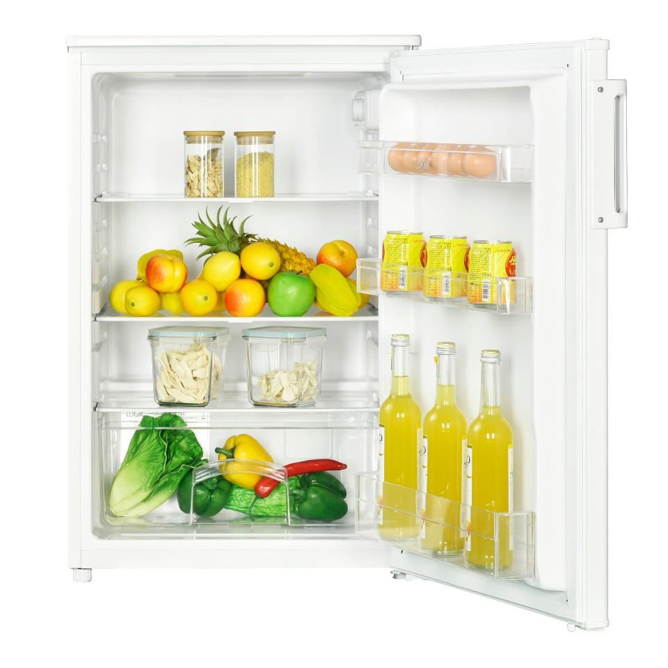 Åbent minikøleskab med masser af indhold