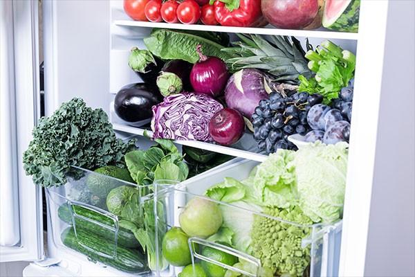 Bild av öppet kylskåp