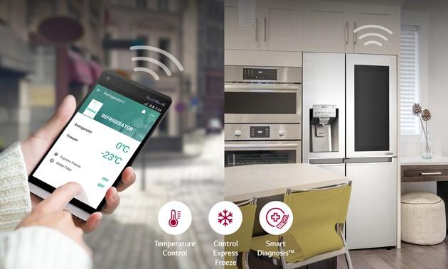 LG InstaView jääkaappia voidaan ohjata paikasta riippumatta SmartThinQ-sovelluksen avulla