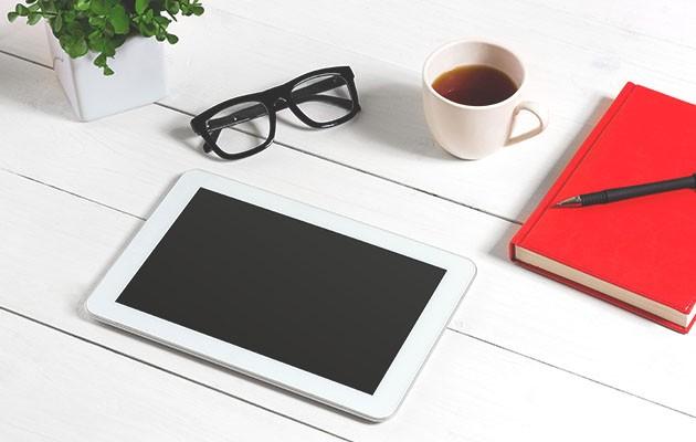 En surfplatta är en dator med touchskärm som har lång batteritid
