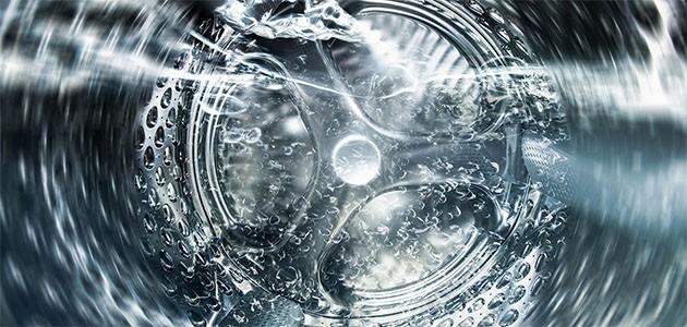 Billede af en tromlefuld af vand i en vaskemaskine: Vand i tromlen på en ny vaskemaskine betyder ikke, at den er brugt