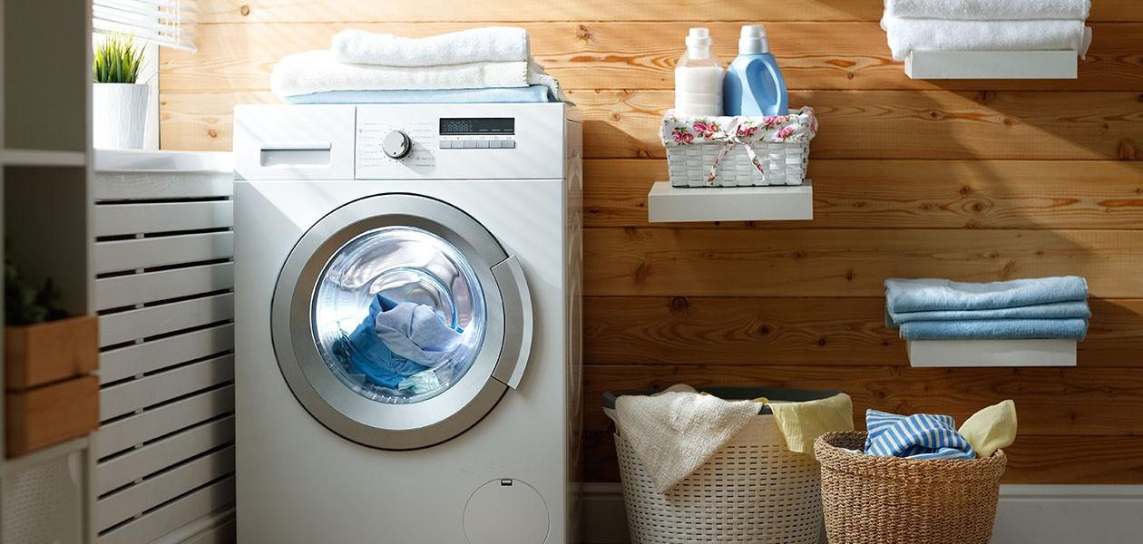 Billede af en vaskemaskine i hjemlige omgivelser