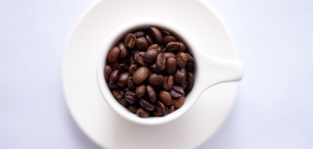 Kaffemaskin til den klassiske koppen med kaffe