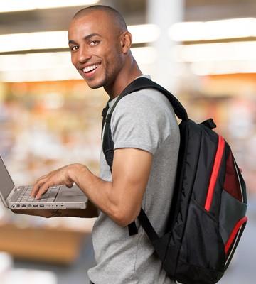 Välj en laptop-ryggsäck med mjuka och vida axelband