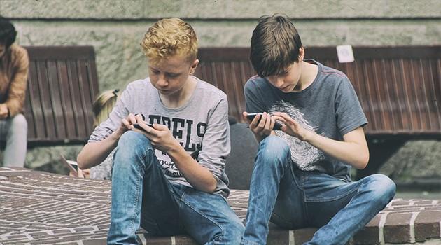 En mid range telefon er perfekt til barn og unge