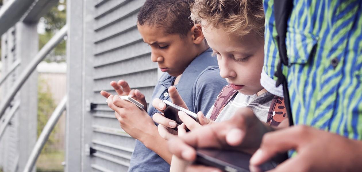 Find en mobil til børn og unge