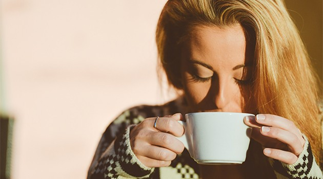 Hold deg varm med varme drikker og tepper