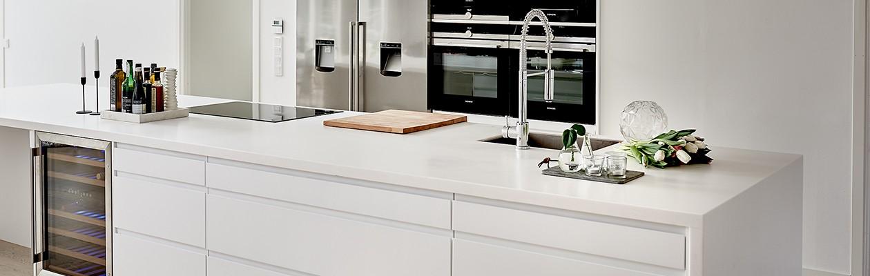 Kylskåp, frys, ugn, mikrovågsugn och kaffemaskin kommer från Siemens
