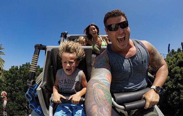 Billede taget med GoPro HERO7 af en familie i en rutsjebane: Alt er sjovere i slowmotion