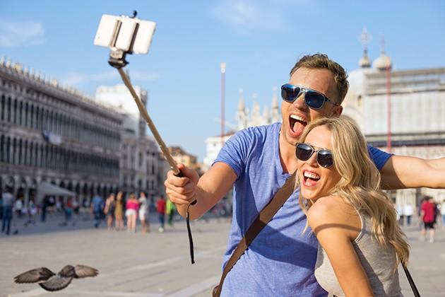 Få mindre risting på bildene med en selfiestang