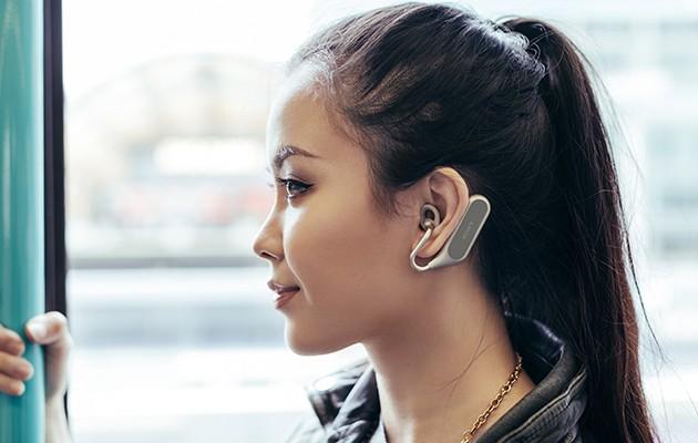 Xperia Ear Duo kan tilpasses ørets form
